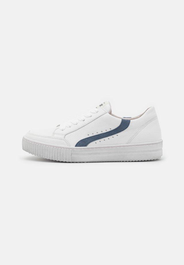 Sneakers laag - weiß/nautic