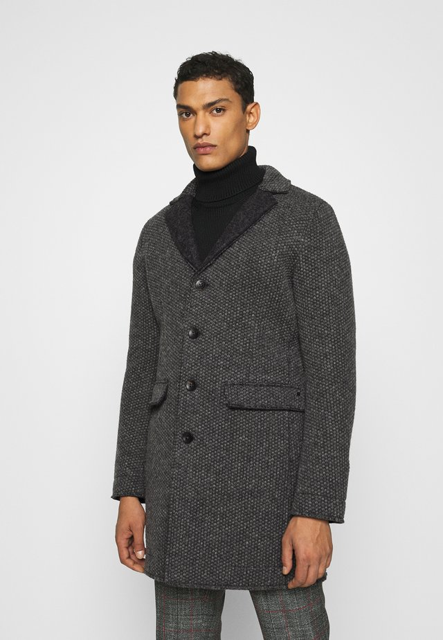 SIGNORIA - Short coat - grey