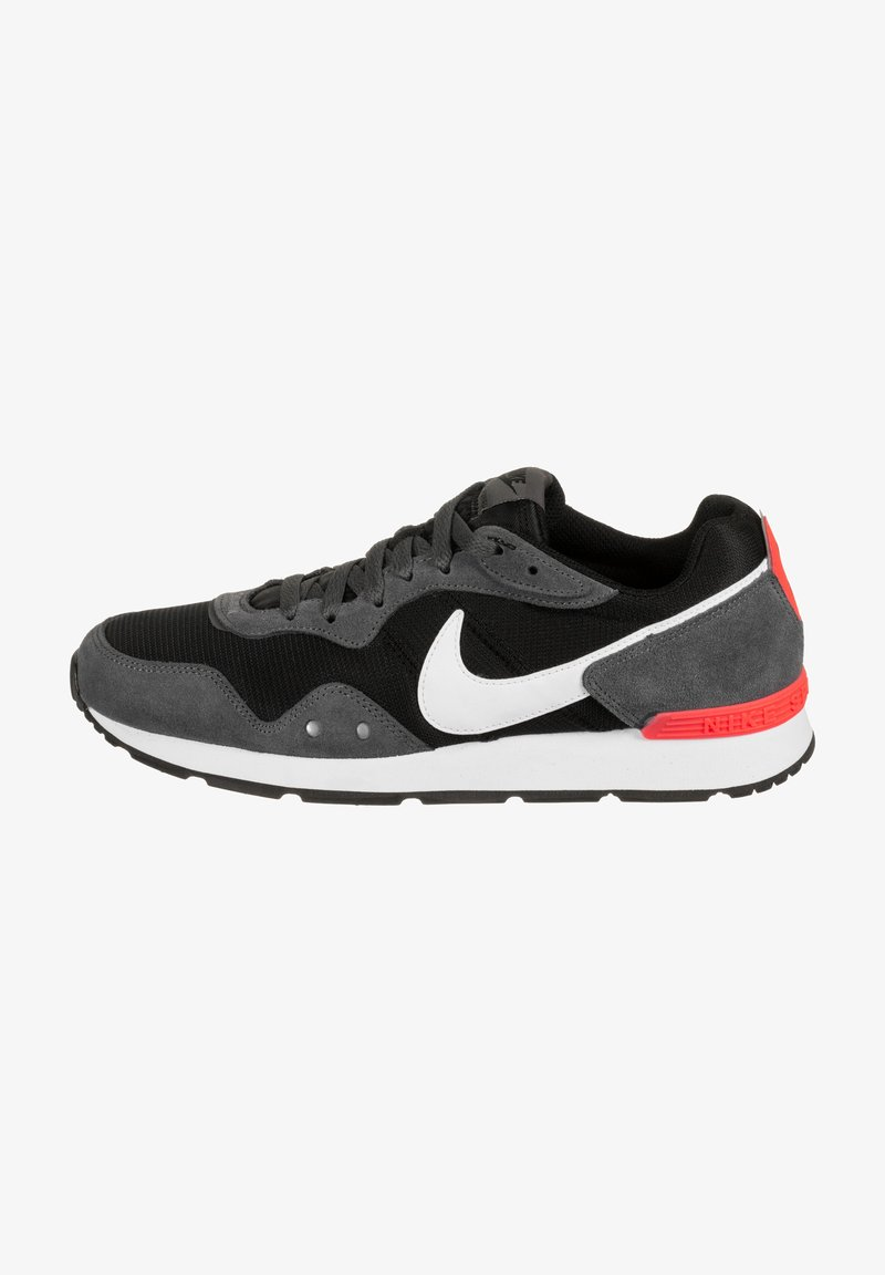 Nike Sportswear - VENTURE - Trainers - black/iron grey/flash crimson