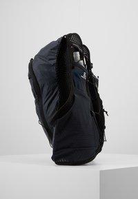 Salomon - ACTIVE SKIN - Turistický ruksak s hydrovakem - ebony/black - 4