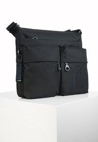 Mandarina Duck - Across body bag - black - 3