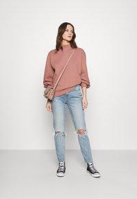 Abercrombie & Fitch - MOCK CREW - Sweatshirt - pink - 1