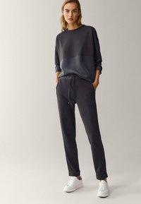Massimo Dutti - Spodnie treningowe - dark blue - 1