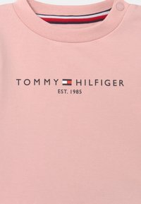 Tommy Hilfiger - BABY ESSENTIAL CREWSUIT SET UNISEX - Tracksuit - pink - 3