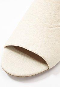 NAE Vegan Shoes - THEIA - Sandaalit nilkkaremmillä - white - 2