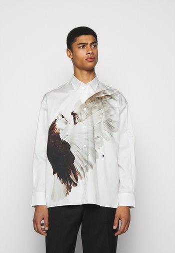 ILLUSION BIRD ETHRIDGE UNISEX - Button-down blouse - white/brown/offwhite