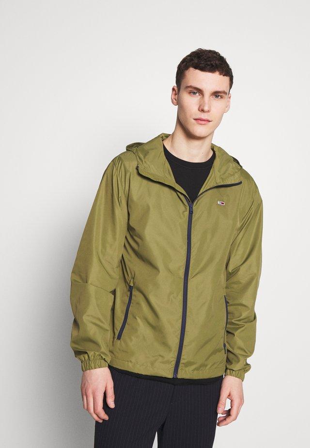 PACKABLE - Větrovka - uniform olive