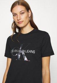 Calvin Klein Jeans - NEW YORK PRINT TEE - T-shirt z nadrukiem - black - 3