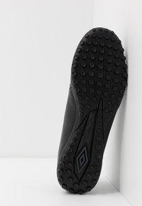 Umbro - MEDUSÆ III LEAGUE TF - Scarpe da calcetto con tacchetti - black/carbon - 4