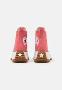Converse - RUN STAR HIKE UNISEX - High-top trainers - terracotta pink/vintage white/honey - 2