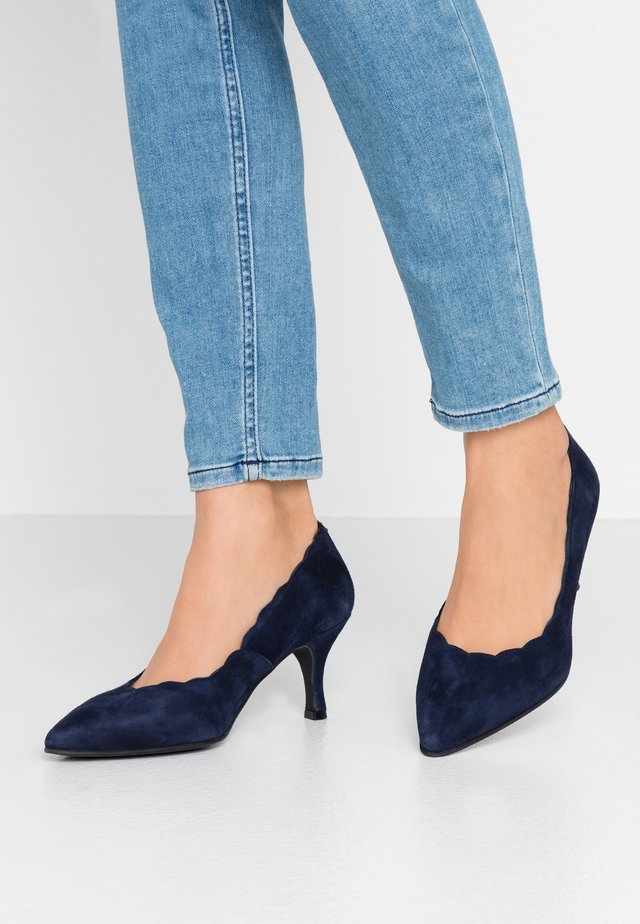 WIDE FIT BENETT - Classic heels - navy