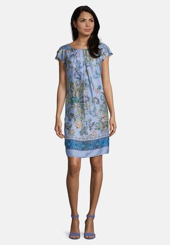 MIT BLUMENPRINT - Day dress - blue/rosé