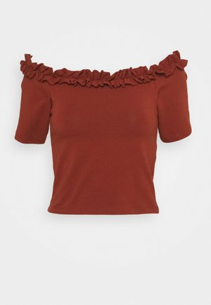 PCLEAH OFF SHOULDER CROPPED - T-shirt con stampa - burnt henna