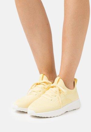 LOLETA  - Sneakers basse - yellow