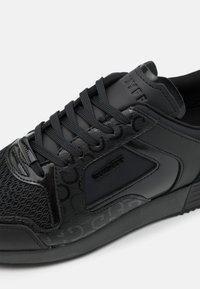 Cruyff - LUSSO - Sneakers laag - black/gold - 5
