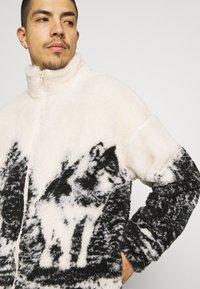 Jaded London - WOLF SCENE BORG JACKET - Winter jacket - ecru/dark grey - 5