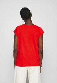 Mads Nørgaard - FAVORITE TEASY - Basic T-shirt - fiery red - 2