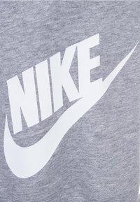 Nike Sportswear - M NSW HE FT ALUMNI - Short - grey/white - 2