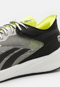 Reebok - FLOATRIDE ENERGY SYMMETROS SHOES - Neutral running shoes - clay white/core black/yellow fluo - 5