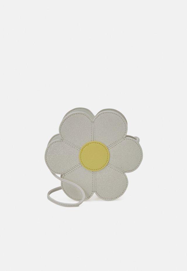 BAG DAISY - Taška spříčným popruhem - light dusty white