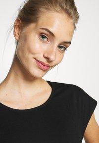 Cotton On Body - ACTIVE SCOOP HEM - Camiseta de deporte - black - 4