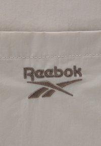 Reebok Classic - CLASSIC TAILORED PACKABLE GRIP SEASONAL UNISEX - Sportovní taška - sand stone - 4
