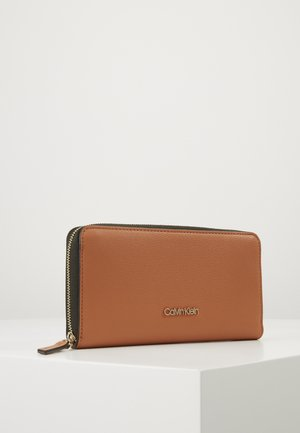 CK MUST ZIPAROUND WALLET LG - Geldbörse - brown