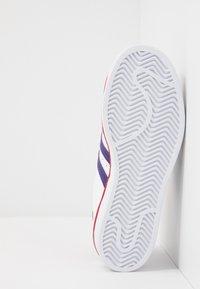adidas Originals - SUPERSTAR - Sneakers laag - footwear white/purple/scarlet - 4
