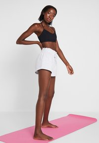 Cotton On Body - STRAPPY CROP - Soutien-gorge de sport - black - 1