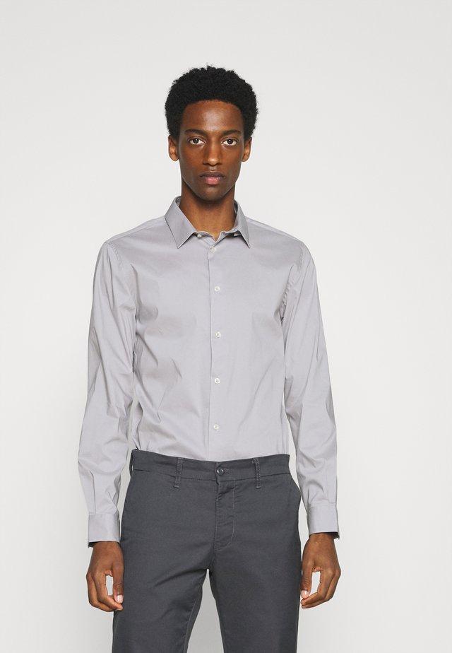 MASANTAL - Zakelijk overhemd - pearl grey