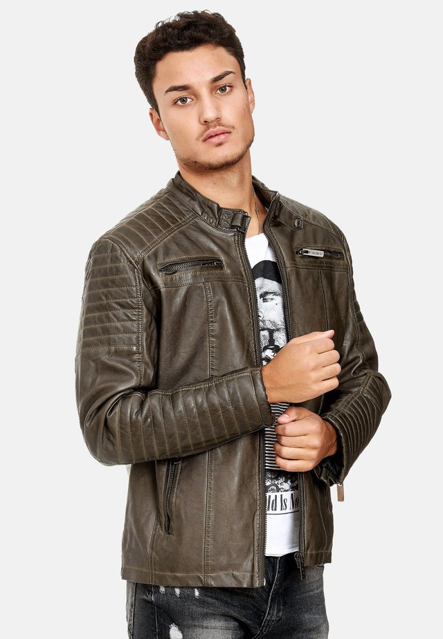 NAPERVILLE MIT ROCKIGER STEPPUNG - Leather jacket - khaki