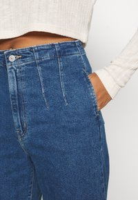 Levi's® - HOLLYWOOD WB HW TAPER - Jeans Relaxed Fit - blue denim - 4