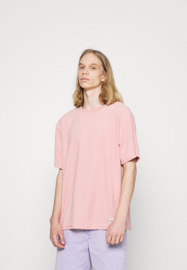 TOWEL - Basic T-shirt - stonepink