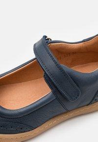 Bisgaard - RAIN - Ankle strap ballet pumps - navy - 5