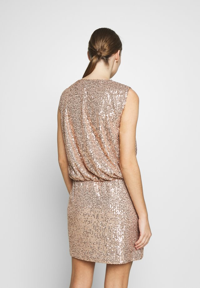 DRESS - Cocktailkjole - gold