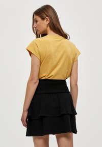 Minus - LETI - Basic T-shirt - cornbutter - 2