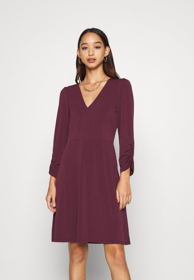 VMALBERTA V NECK DRESS  - Jerseykleid - winetasting