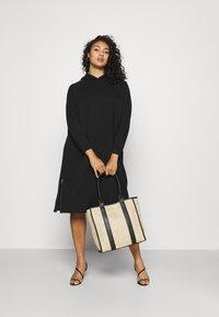 Noisy May Curve - NMHELENE DRESS - Denní šaty - black - 1