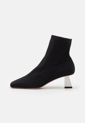 BACCARA - Kotníková obuv - nero