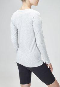 MOROTAI - Long sleeved top - light grey - 3