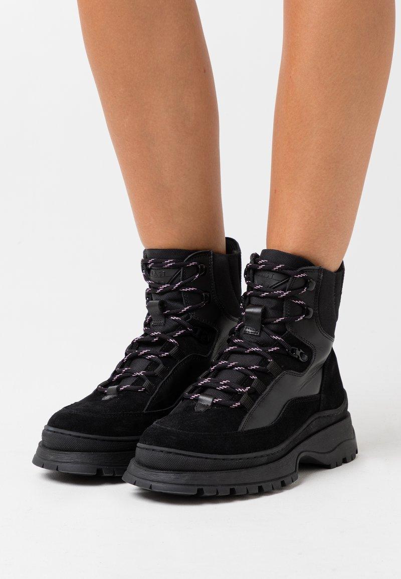 LÄST - BOOT - Kotníkové boty na platformě - black