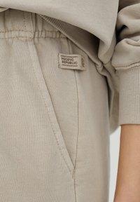 PULL&BEAR - Teplákové kalhoty - beige - 4