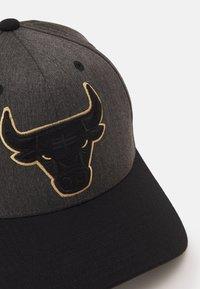 Mitchell & Ness - NBA CHICAGO BULLS PROCESS SNAPBACK - Cap - charcoal - 3
