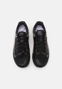 Nike Performance - METCON 6 UNISEX - Sports shoes - black/iron grey/dark brown - 3