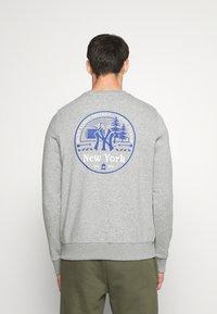 Fanatics - MLB NEW YORK YANKEESSUMMER CAMP GRAPHIC CREW - Sweatshirt - sports grey - 2