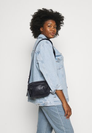 CAMERA CROSSBODY BAG - Across body bag - black