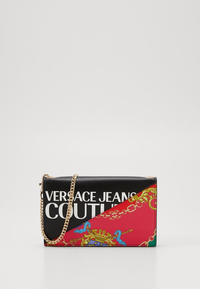 CHAIN WALLET ON STRAP BAROQUE LOGO - Across body bag - nero
