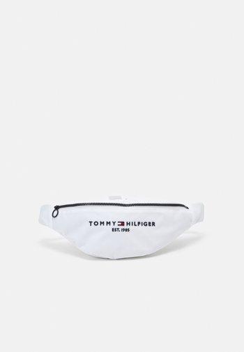 ESTABLISHED CROSSBODY BAG UNISEX - Bum bag - white