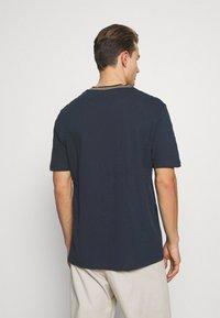 Lyle & Scott - Print T-shirt - dark navy - 2