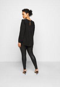 Pieces Curve - PCNEW SHINY - Leggings - Trousers - black - 2
